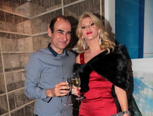 Val Marchiori com Amir Slama na festa de aniversário do estilista nos Jardins, em São Paulo (13/11/12)