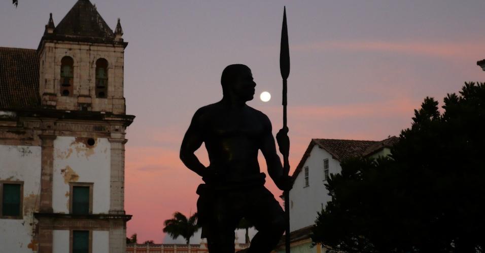 Zumbi dos Palmares foi um dos principais representantes da resistência negra à escravidão na época do Brasil Colonial. Foi líder do Quilombo dos Palmares, comunidade livre formada por escravos fugitivos das fazendas