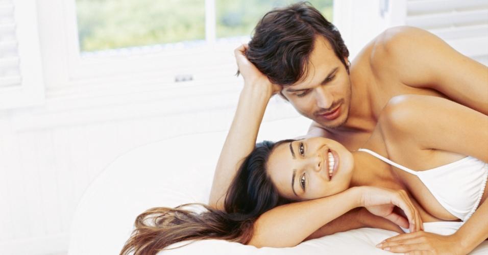 casal; cama; sexo; autoestima