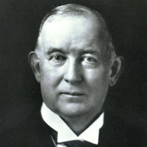 James Buchanan Duke modernizou a indústria tabagista, com máquinas e marketing - BBC