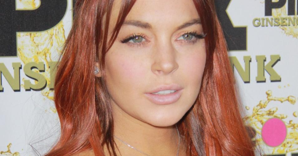 Lindsay Lohan posa para foto durante evento em hotel de Beverly Hills (10/11/12)