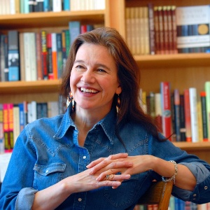 """Louise Erdrich, de 58 anos, autora premiada no National Book Award na categoria Não Ficção por seu livro """"The Round House"""" - AP/Dawn Villella - arquivo"""