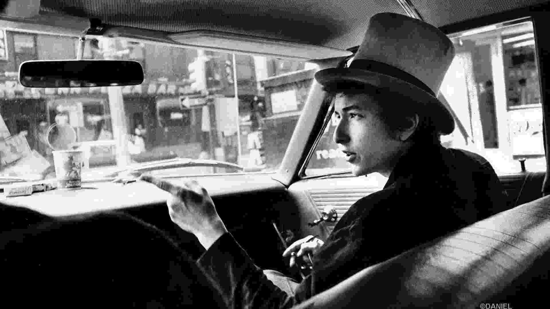 """A exposição """"Photographs of Bob Dylan"""" reúne fotos feitas por Daniel Kramer durante turnê do bardo, entre 1964 e 1965. Kramer registra a metamorfose do artista de trovador folk a ícone do rock 'n' roll - Daniel Kramer"""