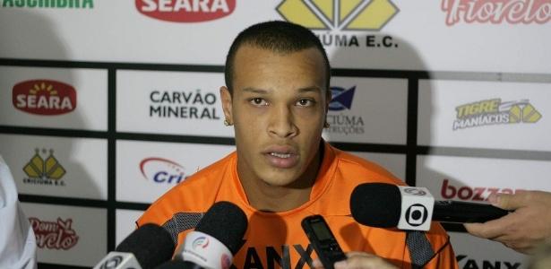Volante estava sem clube desde que foi dispensado pelo Figueirense em maio - Fernando Ribeiro/Criciúma E.C.