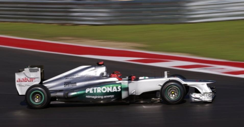 Michael Schumacher, piloto alemão da escuderia Mercedes, participa dos treinos livres desta sexta-feira para o GP dos Estados Unidos, no domingo