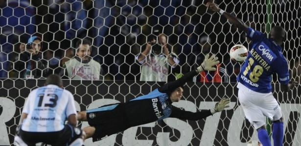 Rentería marca, de pênalti, o gol da classificação do Millonarios na Sul-Americana