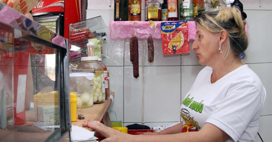 17.nov.2012 - Comerciante se diz amedrontada com onda de violência em Santa Catarina, que já atinge 15 municípios do Estado. Os ataques contra policiais e ônibus se iniciaram na última segunda-feira (12)