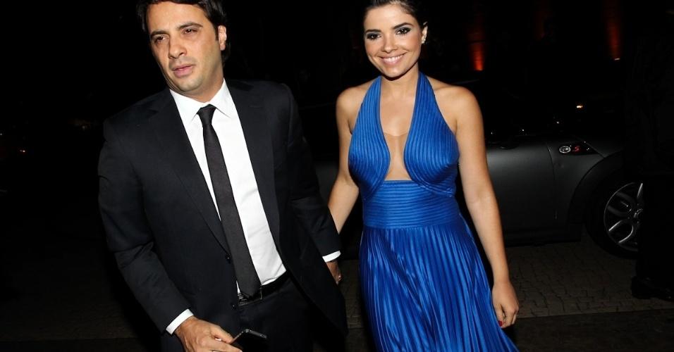 A atriz Vanessa Giácomo chega acompanhada do novo namorado Giuseppe Dioguardi (17/11/12). A atriz se separou recentemente de Daniel Oliveira