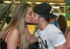 Ex-BBB Monique Amin beija namorado Celso no segundo dia do Folianópolis, em Florianópolis - Foto Rio News