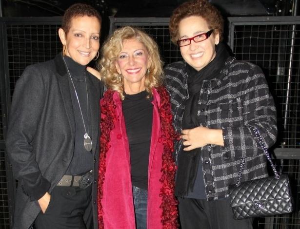 """Betty Lago, Marília Pera e Claudia Jimenez assistem ao musical """"Alô, Dolly!"""" no teatro Oi Casagrande, no Rio de Janeiro (16/11/2012)"""