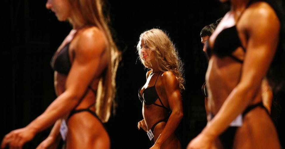Concorrentes do Strongo Cup, torneio de fisiculturismo na Rússia, posam de bikini