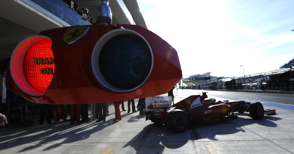 Felipe Massa para nos boxes na terceira sessão do treino classificatório para o GP do Texas