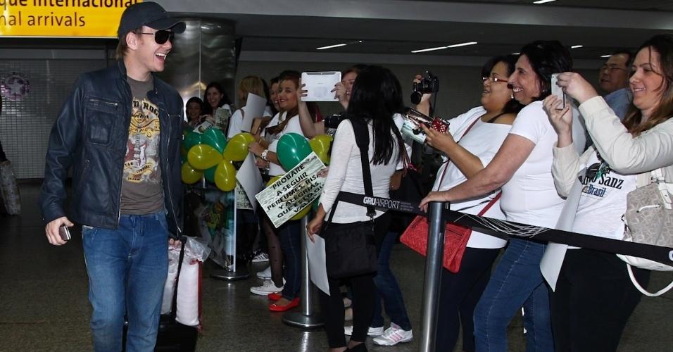 Michel Teló volta ao Brasil após participar do Grammy latino (17/11/12)