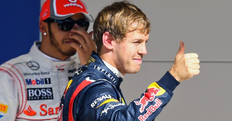 Vettel cumprimenta fãs após conquistar a pole position do GP do Texas