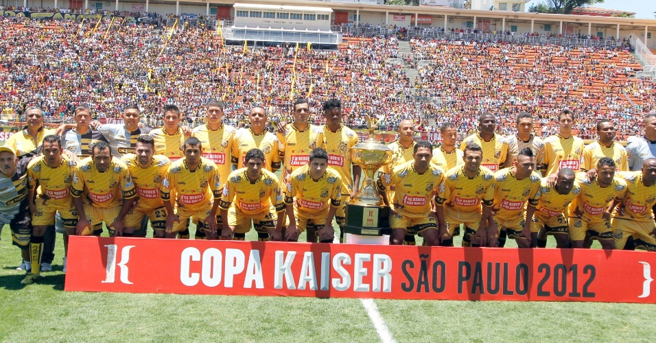 Elenco do Ajax posa para foto antes do início da final da Copa Kaiser contra a Turma do Baffô