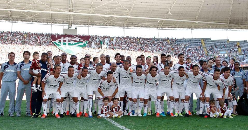 Elenco do Fluminense, campeão do Brasileirão 2012, posa antes da partida contra o Cruzeiro, no Engenhão