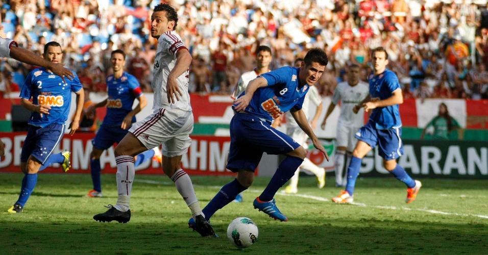 Fred, do Fluminense, tenta jogada na área do Cruzeiro, durante partida pela 36ª rodada do Brasileirão