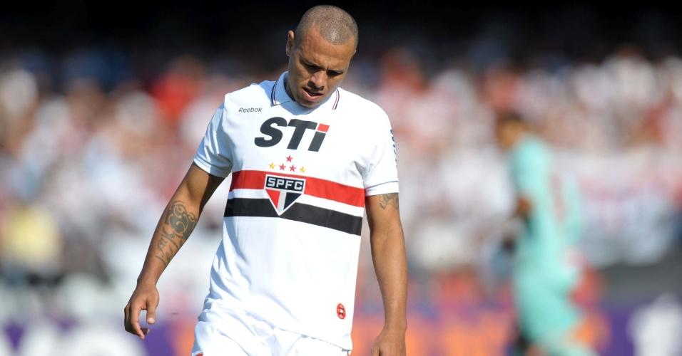 Luis Fabiano, do São Paulo, lamenta chance perdida contra o Náutico, pela 36ª rodada do Brasileirão
