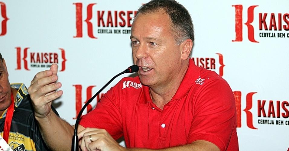 Mano Menezes dá entrevista coletiva após a final da Copa Kaiser