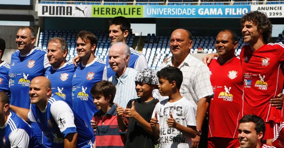 No time de Djokovic, de azul, estavam Zico e Petkovic - ex-ídolos do Flamengo. A partida foi contra um time formado por Guga e outro ex-atletas