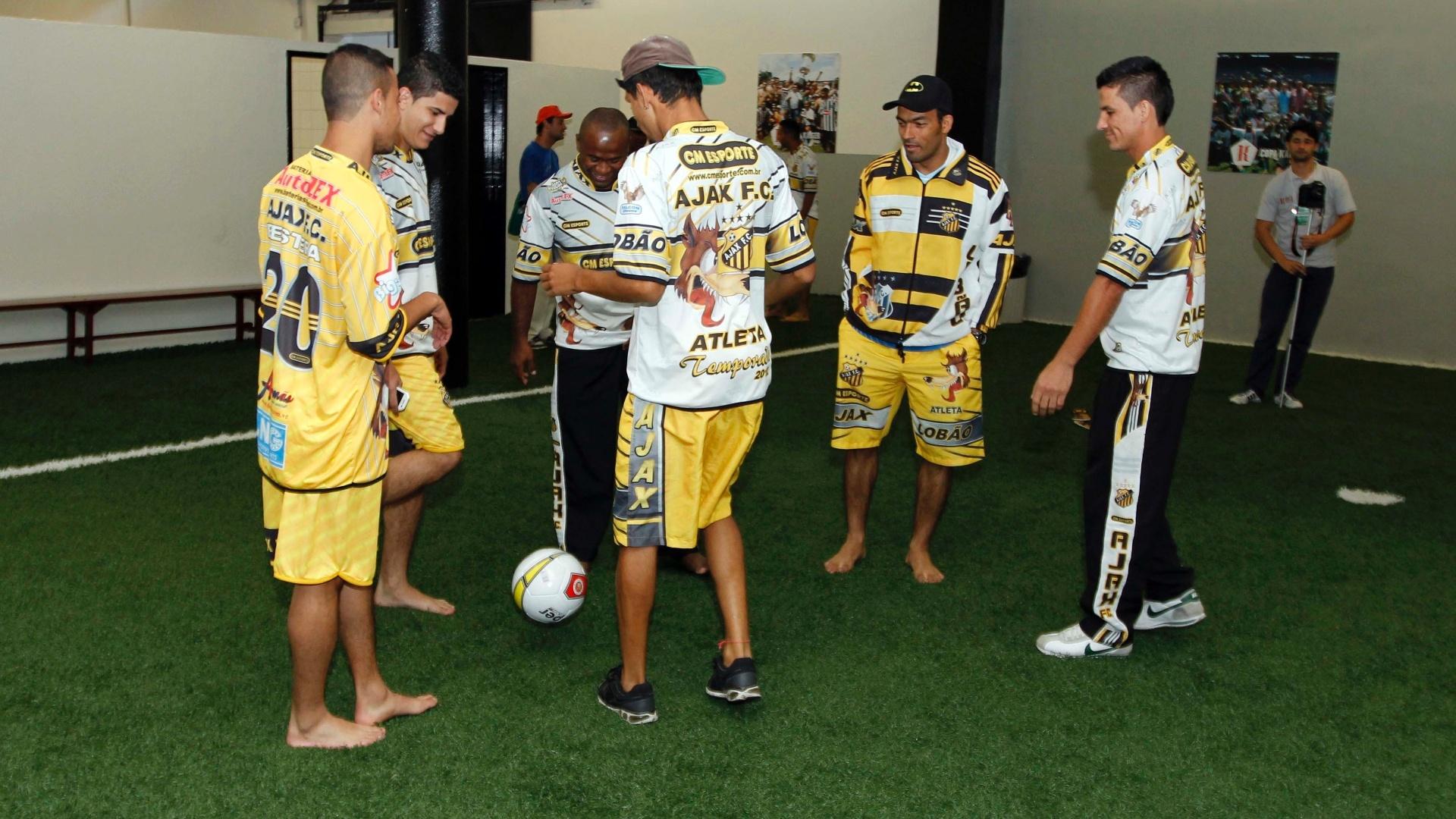 O Ajax (amarelo), da Vila Rica, venceu a Turma do Baffô por 2 a 1 na final da Copa Kaiser, no Pacaembu