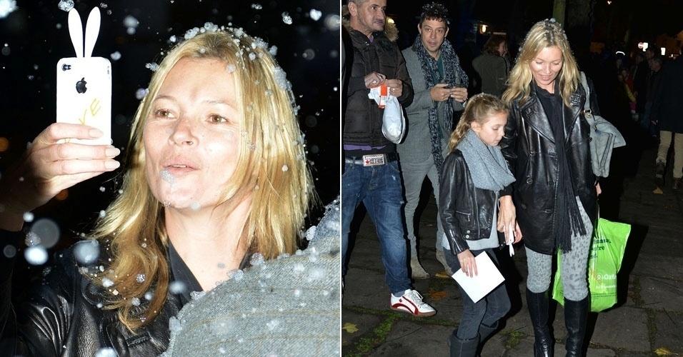 Sem maquiagem, Kate Moss sai com a filha e o marido, Jamie Hince, ver as luzes de Natal em Londres (18/11/12)