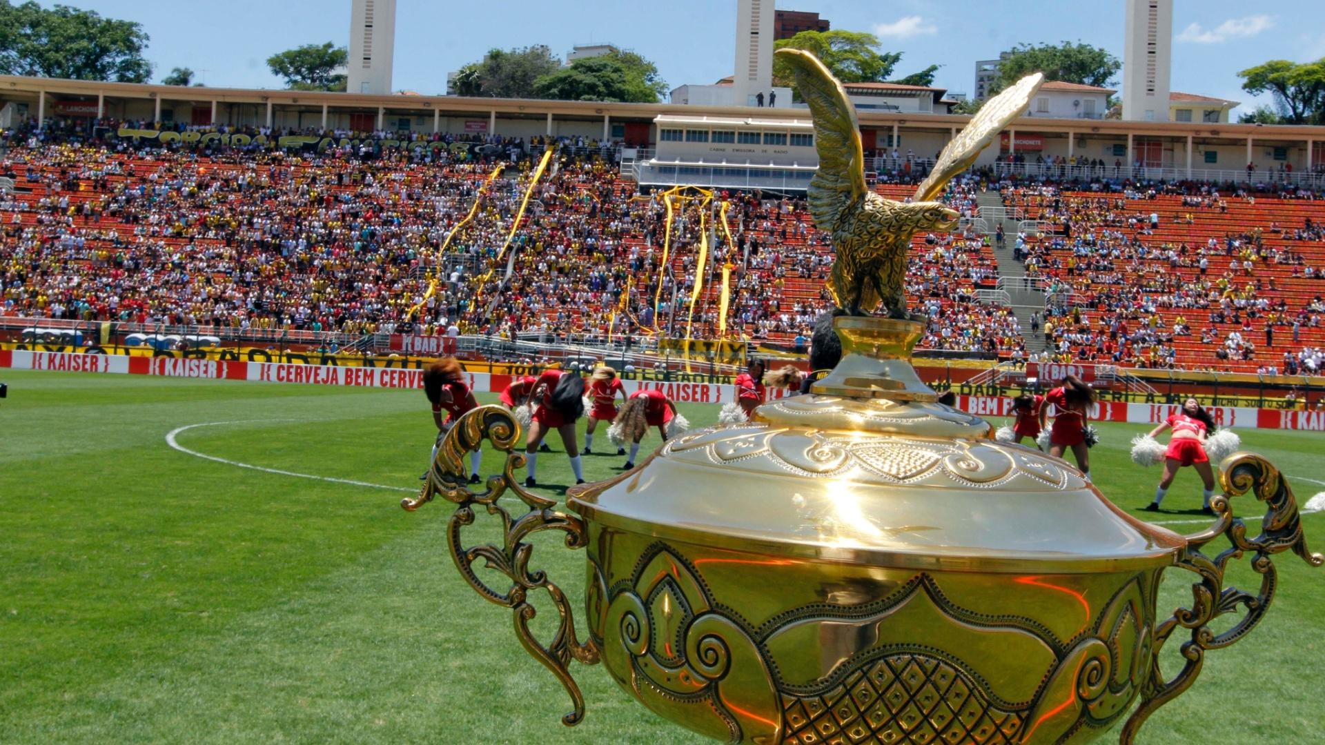 Taça de campeão da Copa Kaiser foi para o Ajax após a vitória por 3 a 2 sobre a Turma do Baffô