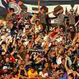 Torcida do Corinthians durante a partida contra o Internacional; festa deve seguir nesta segunda - Jefferson Bernardes/UOL