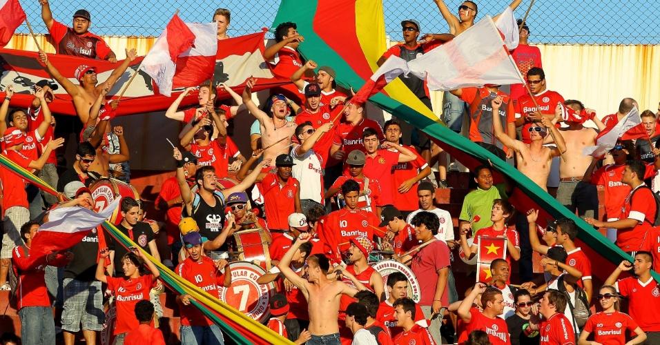 Torcida do Internacional faz festa durante a partida contra o Corinthians, no Beira Rio