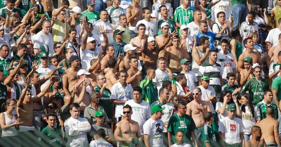 Torcida do Palmeiras marca presença em Volta Redonda para acompanhar o duelo contra o Flamengo