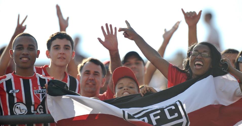 Torcida do São Paulo enche o Morumbi para ver a estreia de Paulo Henrique Ganso com a camisa tricolor. O adversário é o Náutico