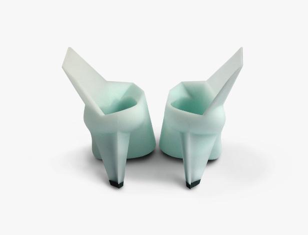 """O designer Marloes Ten Bohmer cria sapatos como o """"Mutant Parade"""", de 2009, feito de poliuretano e aço - Divulgação"""