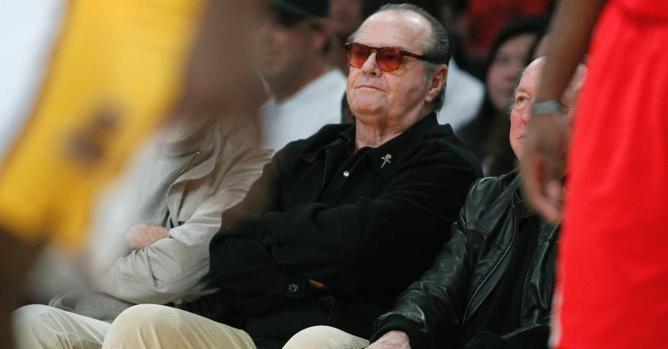 Ator Jack Nicholson assiste à vitória do Los Angeles Lakers sobre o Houston Rockets (18/11/12)