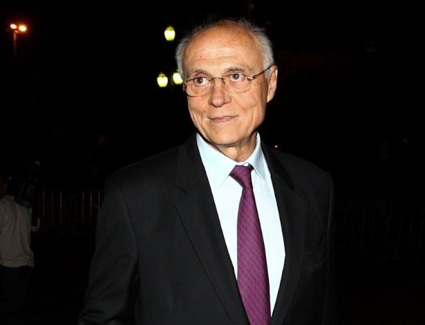 Eduardo Suplicy chega à Sala São Paulo, no centro da capital paulista, para a 10ª edição do Troféu Raça Negra (19/11/2012)