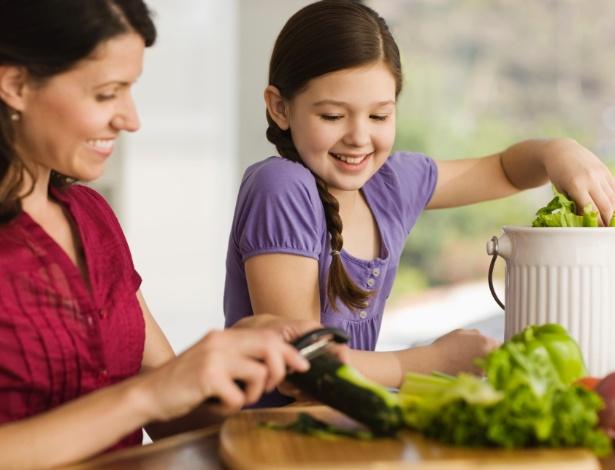 Se for escolher um alimento orgânico, veja se ele tem selo de certificação reconhecido pelo governo - Thinkstock