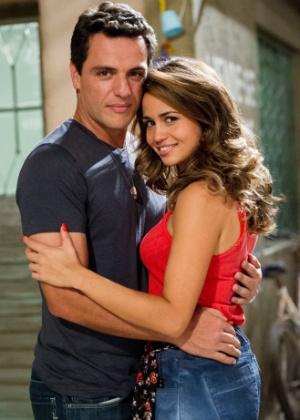"Personagens Theo (Rodrigo Lombardi) e Morena (Nanda Costa), da novela ""Salve Jorge"", da Globo"