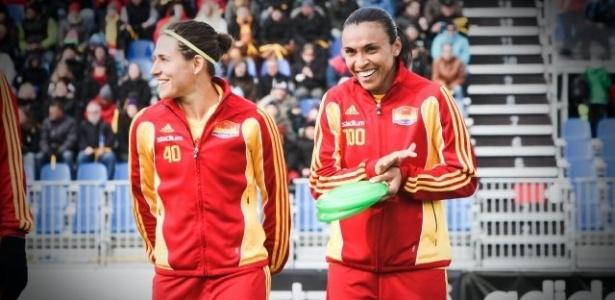 Verónica Boquete ao lado da amiga Marta antes de jogo do Tyresö, da Suécia