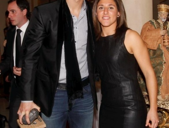 Verónica Boquete posa ao lado de Cristiano Ronaldo, um de seus ídolos no futebol