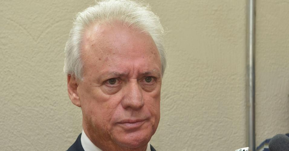 20.nov.2012 - O advogado Rui Pimenta concede entrevista ao sair do fórum de Contagem (MG) após ser destituído pelo cliente, o goleiro Bruno, que alegou