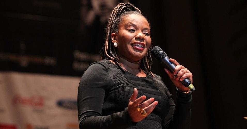 A cantora Margareth Menezes participa da 10ª edição do Troféu Raça Negra, em São Paulo. O evento tem o objetivo de reconhecer e enaltecer pessoas que contribuem em diversas atividades da cultura negra (19/11/12)