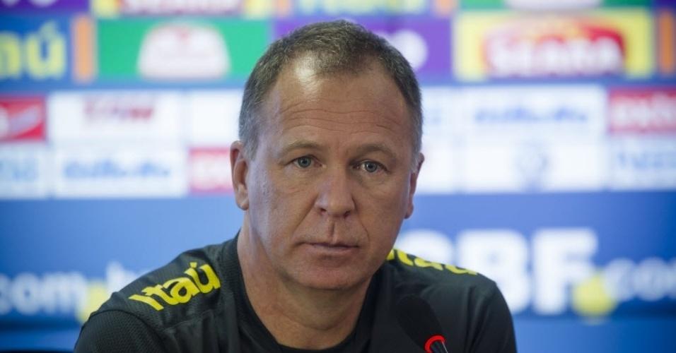 Técnico Mano Menezes concede entrevista no treino da seleção brasileira no CT do Corinthians (20/11/2012)