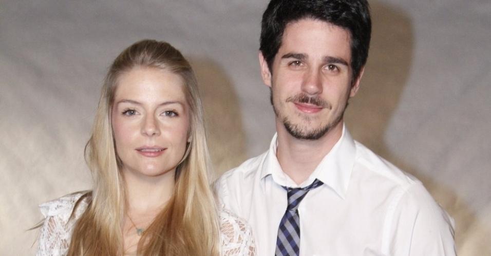 Acompanhado da namorada Vitória Frade, o ator Pedro Neschling participa de especial de fim de ano da Globo, no Rio de Janeiro (21/11/12)