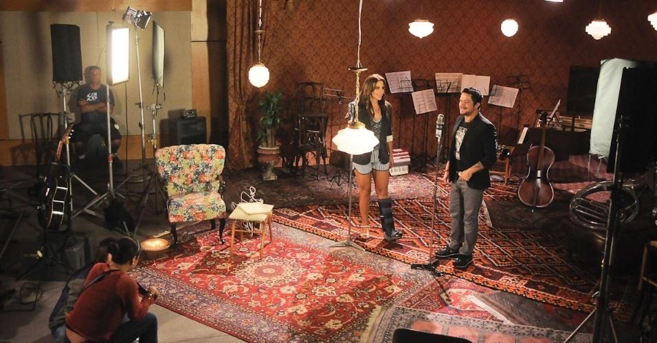 """Alejandro Sanz e Ivete Sangalo se encontram em estúdio na Barra da Tijuca, no Rio, para gravar o clipe de """"No me compares"""". O dueto está no novo álbum de Sanz """"La Música No Se Toca"""" (21/11/12)"""