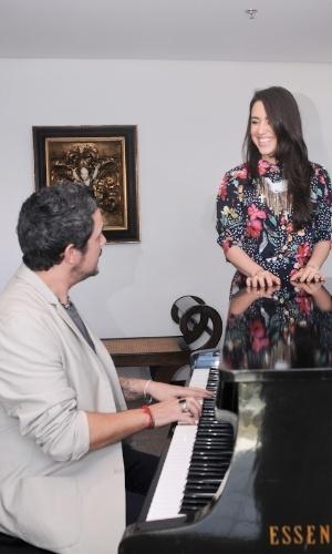 Alejandro Sanz grava clipe com Roberta Sá, no Rio de Janeiro