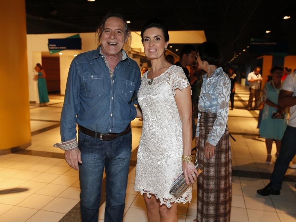 Fátima Bernardes e Zé de Abreu conversam na chegada para especial da Globo com Roberto Carlos, no Rio de Janeiro (21/11/12)