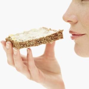 Comer um alimento integral por refeição, totalizando cinco porções ao dia, é o ideal para manter o peso