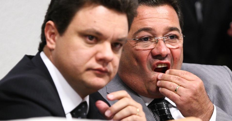 O relatório final da CPI do Cachoeira já foi entregue aos membros da comissão pelo relator, o deputado Odair Cunha (PT-MG), mas a leitura do texto foi adiada para quinta-feira (22) por pressão da oposição que não concorda com pontos do relatório