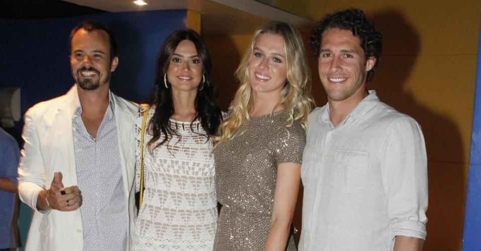 Paulo Vilhena, Thayla Ayala, Fiorella Matteis e o namorado Flávio Canto participam de festa de fim de ano da Globo (21/11/12)