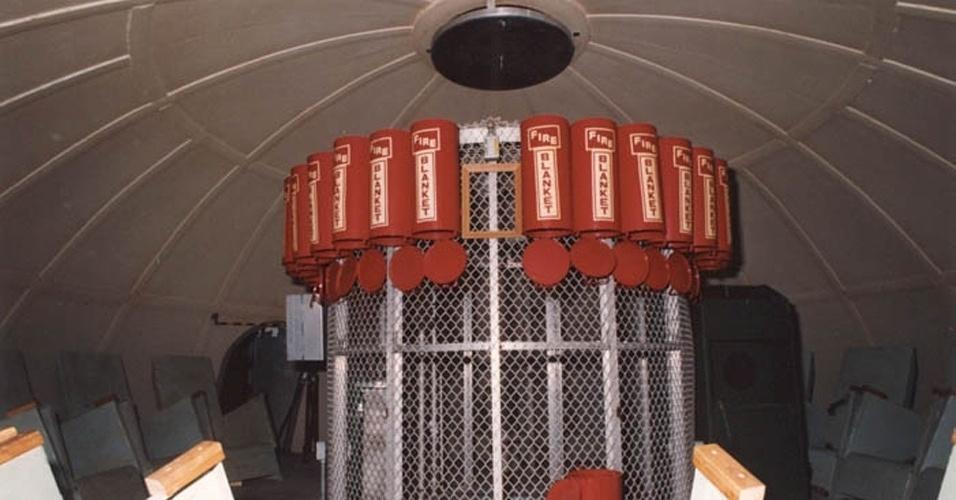 22.nov.2012 - A Nasa (Agência Espacial Norte-Americana) construiu um abrigo para salvar a tripulação da Apollo 11, a primeira a pisar na Lua, em caso de explosão debaixo da rampa de lançamento no Centro Espacial Kennedy, na Flórida, nos Estados Unidos. Isso porque o foguete Saturn V, que lançou a nave ao espaço em 1969, tinha uma força destrutiva parecida com uma pequena bomba atômica