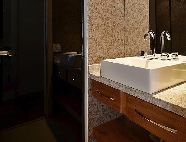 Confira dicas de decoração para banheiros pequenos  BOL Fotos  BOL Fotos -> Banheiro Pequeno Solucao